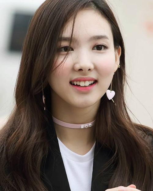 Nữ thần Nayeon (Twice) sở hữu răng thỏ tự nhiên dễ thương